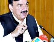 لاہور: وفاقی وزیر ریلوے شیخ رشید احمد میڈیا سے گفتگو کر رہے ہیں۔