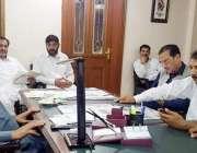 لاہور: صوبائی وزیر پاپولیشن ویلفیئر کرنل (ر) ہاشم ڈوگر پارٹی ورکرز اور ..