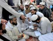 اسلام آباد: وفاقی دارالحکومت میں شاہراہ کشمیر پر دھرنے کے دوران کھانے ..