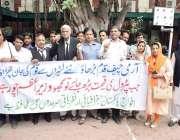لاہور: سول سوسائٹی کے زیر اہتمام ملک میں ہونیوالی مہنگائی کے خلاف احتجاجی ..