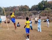 بہاولپور: والی بال گراؤنڈ میں کھلاڑیوں کا ایک انداز۔
