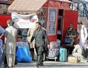 راولپنڈی: عید گزارنے کے لیے آبائی علاقوں کو جانے والے مسافر منڈی موڑ ..