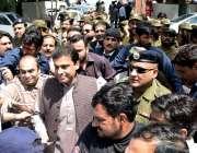 لاہور: پنجاب اسمبلی میں قائد حزب اختلاف حمزہ شہباز عدالت میں پیشی کے ..