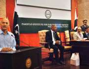 اسلام آباد: سینیٹر مشاہد حسین سید (روڈ ٹو لیڈر شپ) کتاب کی رونمائی کی ..