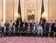 اسلام آباد: صدر مملکت ڈاکٹر عارف علوی کے ہمراہ لاہور چیمبر کے صدر الماس ..