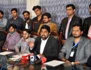 راولپنڈی: چیئرمین وائی ڈے اے پنجاب ڈاکٹر شعیب تارڑ دیگر کے ہمراہ پریس ..