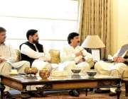 پشاور: وزیر اعلیٰ خیبر پختونخوا محمد خان سے صوبائی وزیر اطلاعات شوکت ..