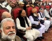 پشاور: اپوزیشن جماعتوں کے یوم سیاہ جلسے میں مرتضیٰ جاوید عباسی، احسن ..