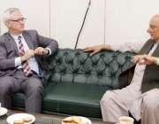 لاہور: صوبائی وزیر قانون و بلدیات راجہ بشارت سے سول سیکرٹریٹ میں امریکی ..