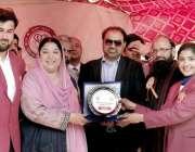لاہور: وزیر صحت پنجاب ڈاکٹر یاسمین راشد کنگ ایڈورڈ میڈیکل یونیورسٹی ..