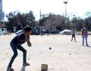 اسلام آباد: بچے مقامی پارک میں کھول کود میں مصروف ہیں۔