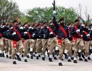 راولپنڈی: سہالہ کالج میں منعقدہ60ویں پاسنگ آؤٹ پریڈ میں پولیس اہلکار ..