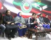 لاہور: تحریک انصاف وسطی پنجاب کے صدر عمر ڈار دیگر کے ہمراہ چیئرمین سیکرٹریٹ ..