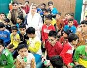 لاہور: چیئر پرسن چائلڈ پروٹیکشن اینڈ ویلفیئر بیورو سارہ احمد کا چائلڈ ..