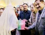 لاہور: وزیر اعلیٰ پنجاب عثمان بزدار ڈیرہ غازی خان میں صحت انصاف کارڈ ..