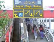 راولپنڈی: لیاقت باغ میٹروسٹیشن کی لفٹ خراب ہونے کے باعث خصوصی افراد ..