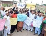 لاہور: سابق وزیر اعظم نواز شریف سے اظہار یکجہتی کے لیے کوٹ لکھپت جیل ..