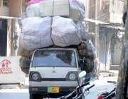 راولپنڈی: اوورلوڈ گاڑی امام بارہ روڈ سے گزررہی ہے جو کسی حادثے کا سبب ..