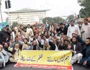 لاہور:پنجاب ٹیچرز یونین کے زیراہتمام اپنے مطالبات کے حق میں مال روڈ ..
