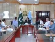 فیصل آباد: چیئرمین ویج بورڈ ایوارڈ جسٹس (ر) حسنات احمد خان صحافیوں سے ..
