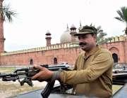 لاہور: تاریخی بادشاہی مسجد میں ماہ صیام کے دوسرے جمعةالمبارک کی نماز ..