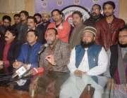 لاہور: تحریک انصاف ٹریڈرز ونگ کے رہنما شبیر سیال اور ملک زمان نصیب مشترکہ ..
