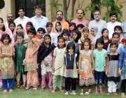لاہور: ورلڈ کالمسٹ کلب کے عہدیداروں کا کاشانہ ہوم کے دورہ کے موقع پر ..