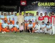 لاہور: ایمرا کے زیر اہتمام کرکٹ ٹورنامنٹ میں شریک ٹیموں کے کھلاڑیوں ..