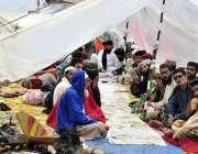 اسلام آباد: جے یوآئی ایف کے آزادی کے شرکاء نے شاہراہ کشمیر کے ساتھ بارش ..