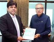 اسلام آباد: صدر مملکت ڈاکٹر عارف علوی کو انرجی آڈٹ رپورٹ پیش کی جا رہی ..