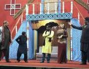 """ملتان: بابر تھیٹر میں """"چاندنی چوک"""" کے عنوان سے اسٹیج ڈرامہ پیش کرنے والے .."""