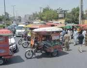 فیصل آباد: انسٹیٹیوٹ آف کارڈیالوجی ہسپتال کے مین گیٹ کے سامنے گارڈ ..