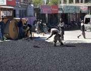 گلگت: مزدوروں کے عالمی دن کے موقع پر مزدور سڑکے تعمیراتی کام میں مصروف ..