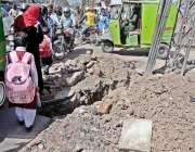 راولپنڈی: مری روڈ لیاقت باغ کے قریب کھودائی کے بعد مکمل نہ کئے جانے ..