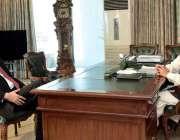اسلام آباد: صدر مملکت ڈاکٹر عارف علوی سے جاوید جبار ملاقات کر رہے ہیں۔