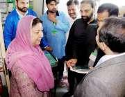 لاہور: صوبائی وزیر صحت پنجاب ڈاکٹر یاسمین راشد فری میڈیکل ڈلیوری یون ..