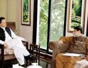 اسلام آباد: وزیر اعظم عمران خان سے وفاقی وزیر نجکاری محمد میاں سومرو ..