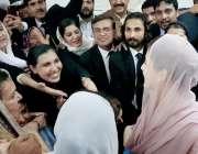 لاہور : مسلم لیگ (ن) کی رہنما مریم نواز احتساب عدالت میں پیشی کے موقع ..