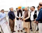 لاہور: گورنر پنجاب چوہدری محمد سرور کو گوردوارہ صاحب کرتارپور کے دورہ ..