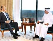 دوحہ: وفاقی وزیر برائے توانائی ، عمر ایوب خان ، قطر کے وزیر مملکت برائے ..