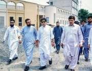 پشاور: سینئر صوبائی وزیر محمد عاطف خان ارباب نیاز سٹیڈیم کا دورہ کررہے ..