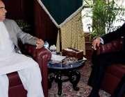 پشاور: گورنر خیبرپختونخوا شاہ فرمان سے ڈائریکٹر پاکستان انڈسٹریل ڈویلپمنٹ ..