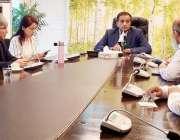 اسلام آباد: وزیراعظم کے مشیر برائے موسمیاتی تبدیلی ملک امین اسلم سے ..