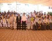 پشاور: بیکن ہاؤس اسکول سسٹم کے کلسٹر کنوینر محمد سہیل اور منیجنگ ڈائریکٹر ..
