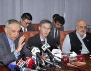 اسلام آباد: وزیر اعظم کے معاون خصوصی برائے کامرس، ٹیکسٹائل، انڈسٹری ..