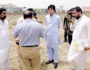 لاہور: اسسٹنٹ کمشنر ماڈل ٹاؤن ذیشان نصر اللہ رانجھا ڈیفنس روڈ محافظ ..
