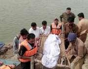 سرگودھا: پل دریائے جہلم سے برآمد ہونیوالی نا معلوم26سالہ خاتون کی نعش ..