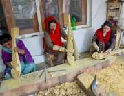 ہنزہ: صائقم وویمن سوشل انٹرپرائزز میں خواتین کارپینٹر روایتی انداز ..
