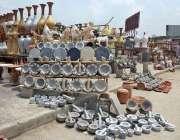 راولپنڈی: دکاندار نے گاہکوں کو متوجہ کرنے کے لیے پتھر کی سلیں سجا رکھی ..