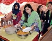 لاڑکانہ: لاڑکانہ میں زیبسٹ یونیورسٹی میں منعقدہ فوڈ فیسٹیول میں طالبات ..